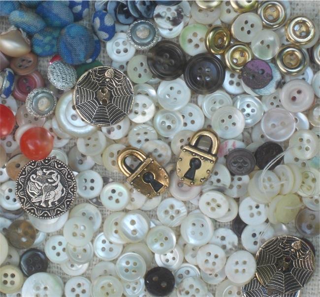Scatola di bottoni